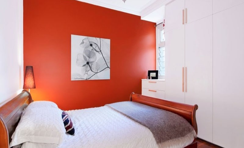 Keep it simple by adding a bold feature wall - Source: www.realestate.com.au